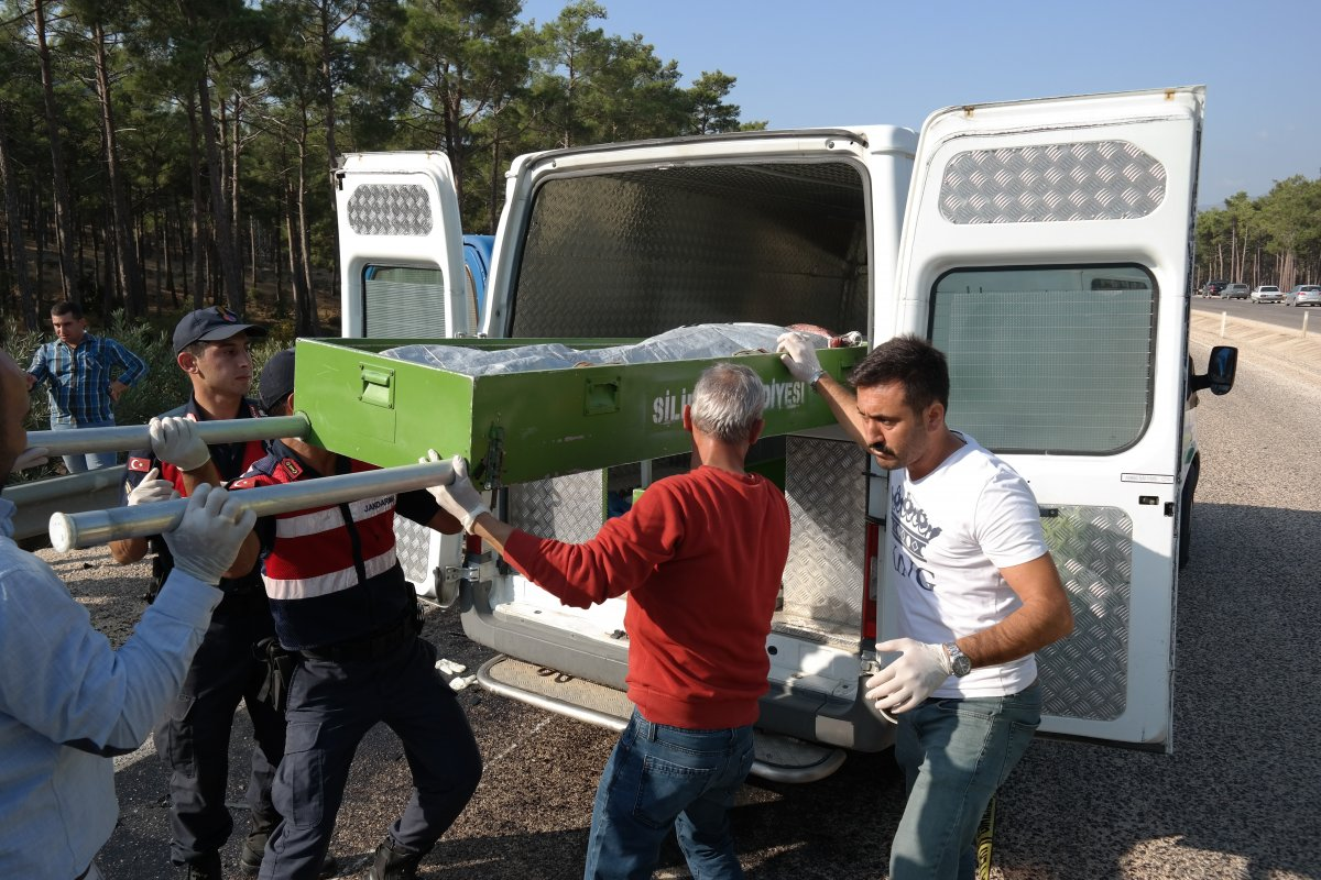 Rus mühendisleri taşıyan minibüs kaza yaptı