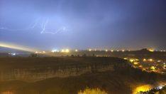 Safranbolu'da yıldırımlar gökyüzünü aydınlattı