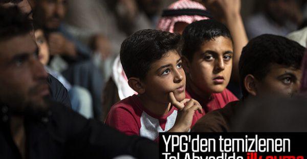 Tel Abyad'da cuma namazı