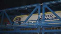 Adana'da bir kişiye yük treni çarptı