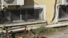 Adana'da pencere önüne bırakılan bebek düşüp öldü