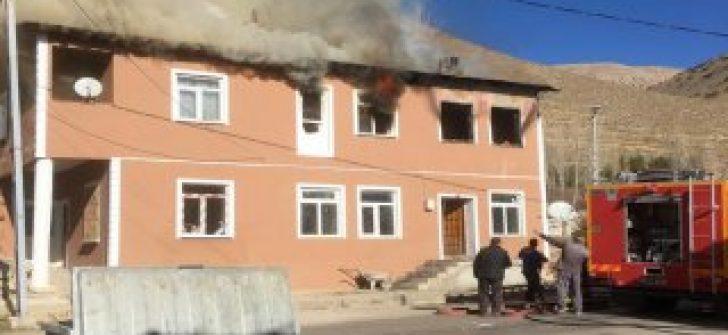 Bayburt'ta çıkan yangında 3 kişi yaşamını yitirdi
