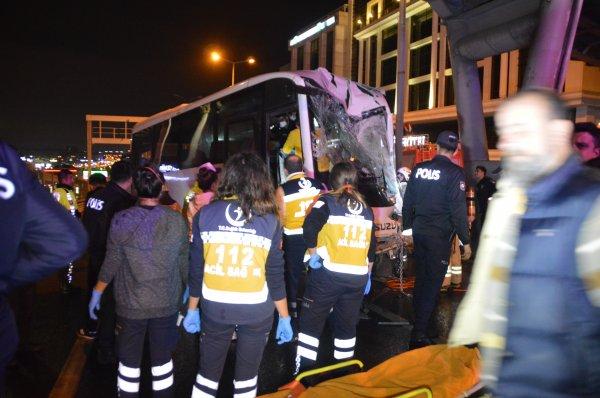 Çevik kuvvet minibüsü kaza yaptı