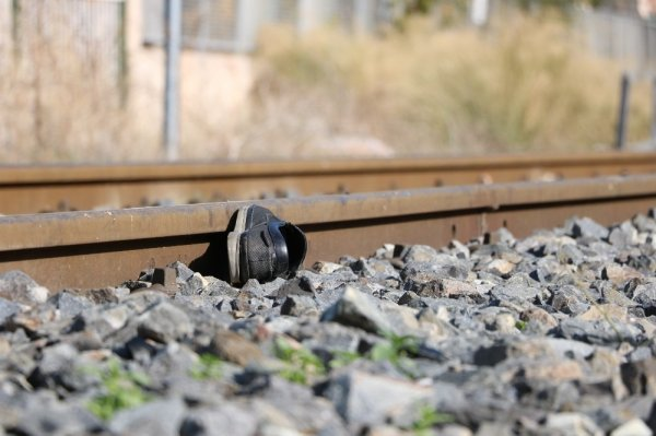 Manisa'da trenin çarptığı adam hayatını kaybetti