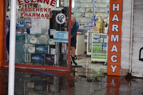 Sağanak yağış Marmaris'te hayatı felç etti -8