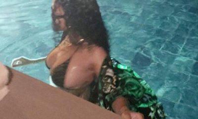 Rihanna'dan bikinili pozlar