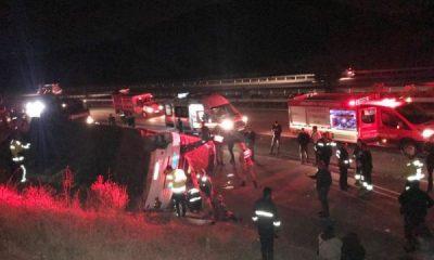 Şoförü kalp krizi geçiren otobüs devrildi: 27 yaralı