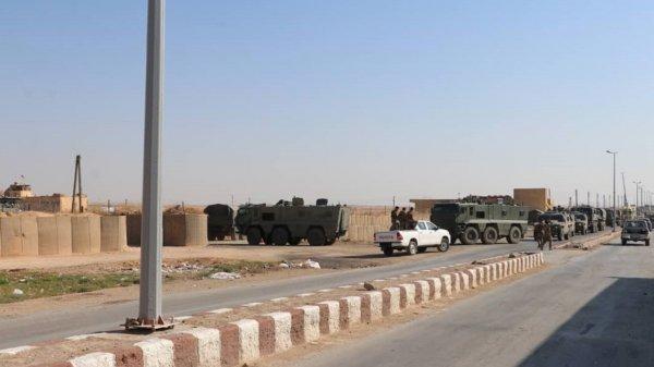 Suriye'deki ABD üssünde artık Rus bayrağı dalgalanıyor