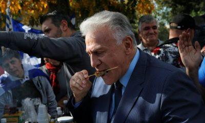 Yunanistan'dan göçmenlere karşı domuz etli protesto
