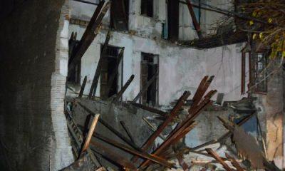 Adana'da 3 katlı boş bina çöktü