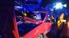 Çorum'da kamyon ile çarpışan otomobildeki 2 kişi öldü