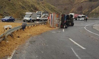 Elazığ'da kamyon devrildi: 1 ölü