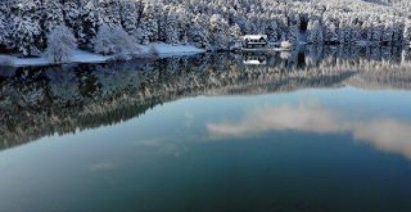 Etkili olan kar yağışı Gölcük Tabiat Parkı'nda güzel görüntüler oluşturdu
