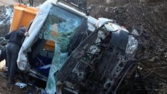 Gümüşhane'de köprüden düşen kamyonun sürücüsü öldü