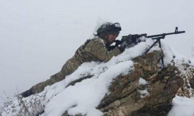 Komandolar yoğun karda operasyonda