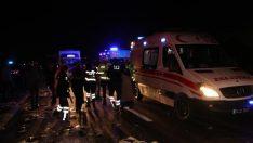 Otobüs, hatalı dönüş yapan tıra çarptı: 2 ölü 35 yaralı