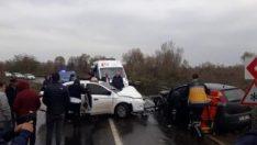 Zonguldak'ta 2 otomobil kafa kafaya çarpıştı