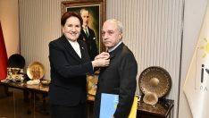 Sarızeybek Akşener'in taktığı rozetle İP'e katılmış!