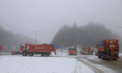 Bolu Dağı'nda yoğun kar trafiği etkiliyor