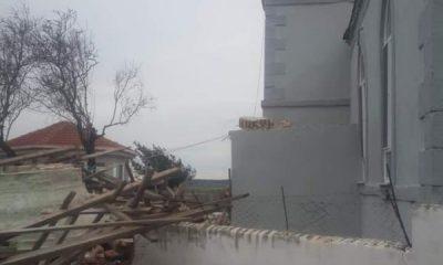 Edirne'de rüzgar nedeniyle caminin minaresi yıkıldı