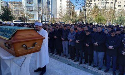 Elazığ'da depremde ölen anne ve oğlu toprağa verildi