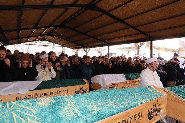 Elazığ'da ölen aynı aileden 5 kişi toprağa verildi