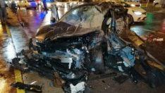 İstanbul'da kırmızı ışıkta geçen araç kamyonete çarptı