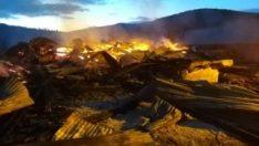 Kastamonu'da 2 ev ve bir ahır yandı