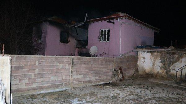 Niğde'de ev yangını: 4 ölü