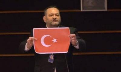 Yunan vekil, AP'de Türk bayrağını yırttı