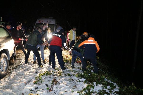 Zonguldak'ta otomobil 40 metreden uçtu:1 ölü 3 yaralı