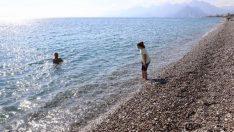 Antalyalılar yine sahillere akın etti