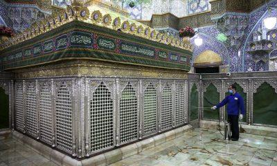 İran'da türbeler, ziyaretler devam etsin diye ilaçlanıyor