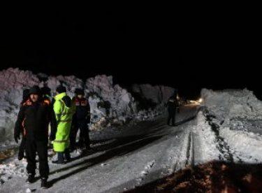 Kayseri'de çığ düşen bölgedeki çalışmalara ara verildi