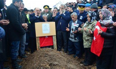 Kayseri'de şehit cenazesine binlerce kişi katıldı