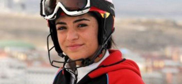Milli kayakçı Sıla Kara, Slovenya'da 'kahraman' oldu