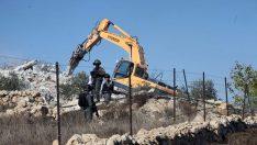 """İşgalciler Filistinlilere ait bir evi """"ruhsatsız"""" olduğu iddiasıyla yıktı"""