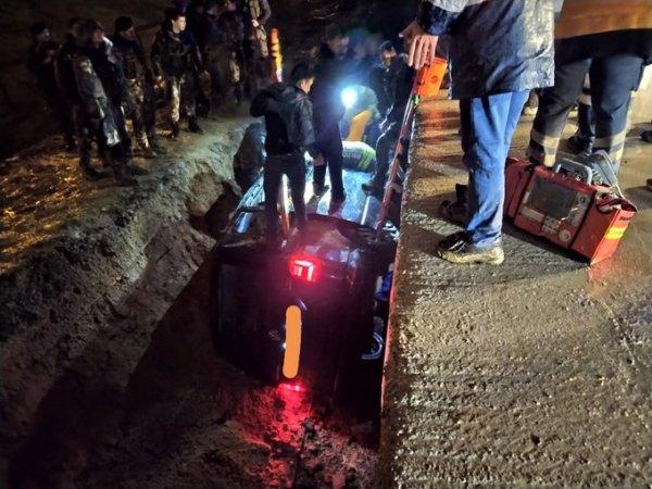 Sabiha Gökçen'e ulaşmaya çalışan polis aracı kaza yaptı