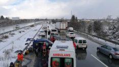 TEM'de feci kaza: 2'si ağır 4 yaralı