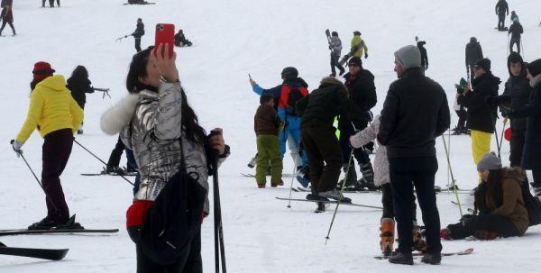 Uludağ'da sömestr tatilinin son günü pistler doldu taştı -7