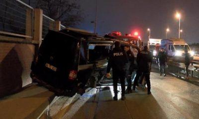 Avcılar'da otomobil ile minibüs çarpıştı: 4 yaralı