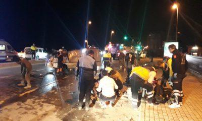 Fatih'te minibüs ters döndü: 1 ölü 3 yaralı