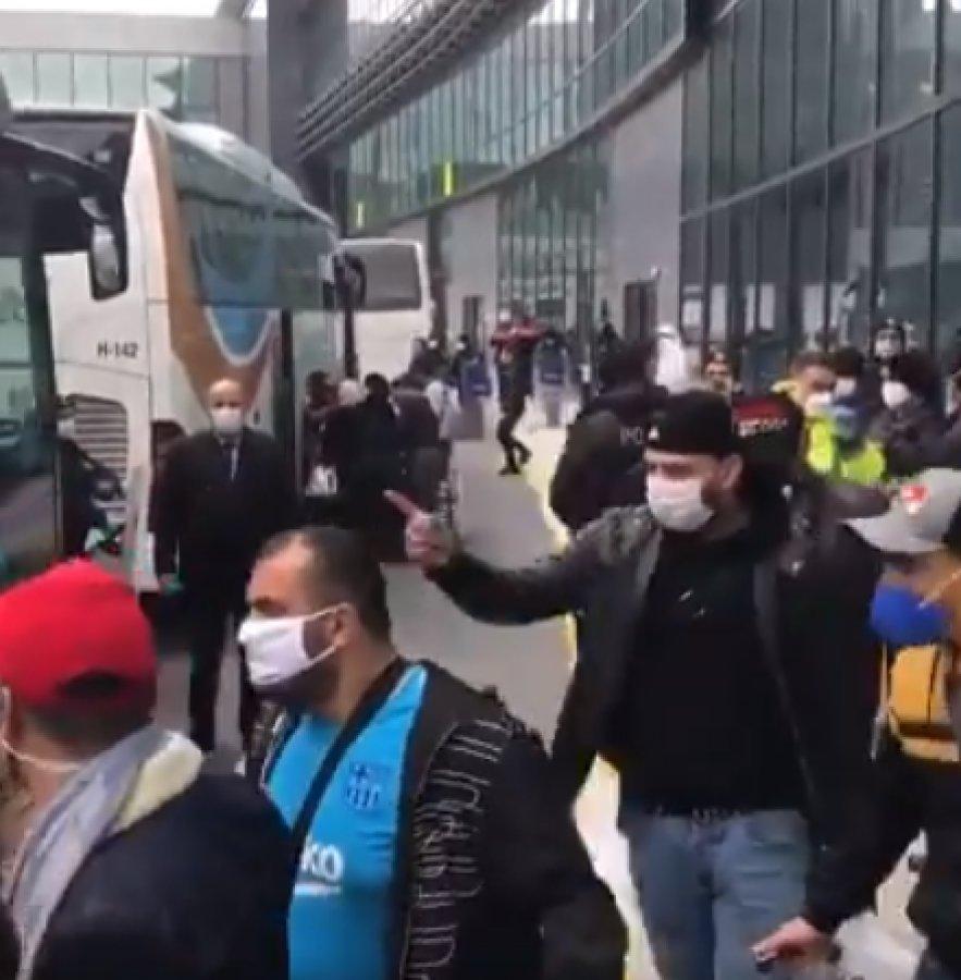 İstanbul Havalimanı'ndaki Cezayirliler Karabük'e yollandı