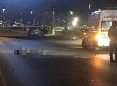 İzmir'de alkollü 2 kişi otomobilin altında kaldı
