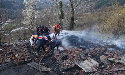 Kastamonu'da ev yangını: 1 ölü, 1 yaralı