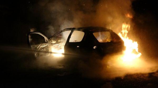 Polisten kaçarken kazada yanan araçtan uyuşturucu ve silah çıktı -1
