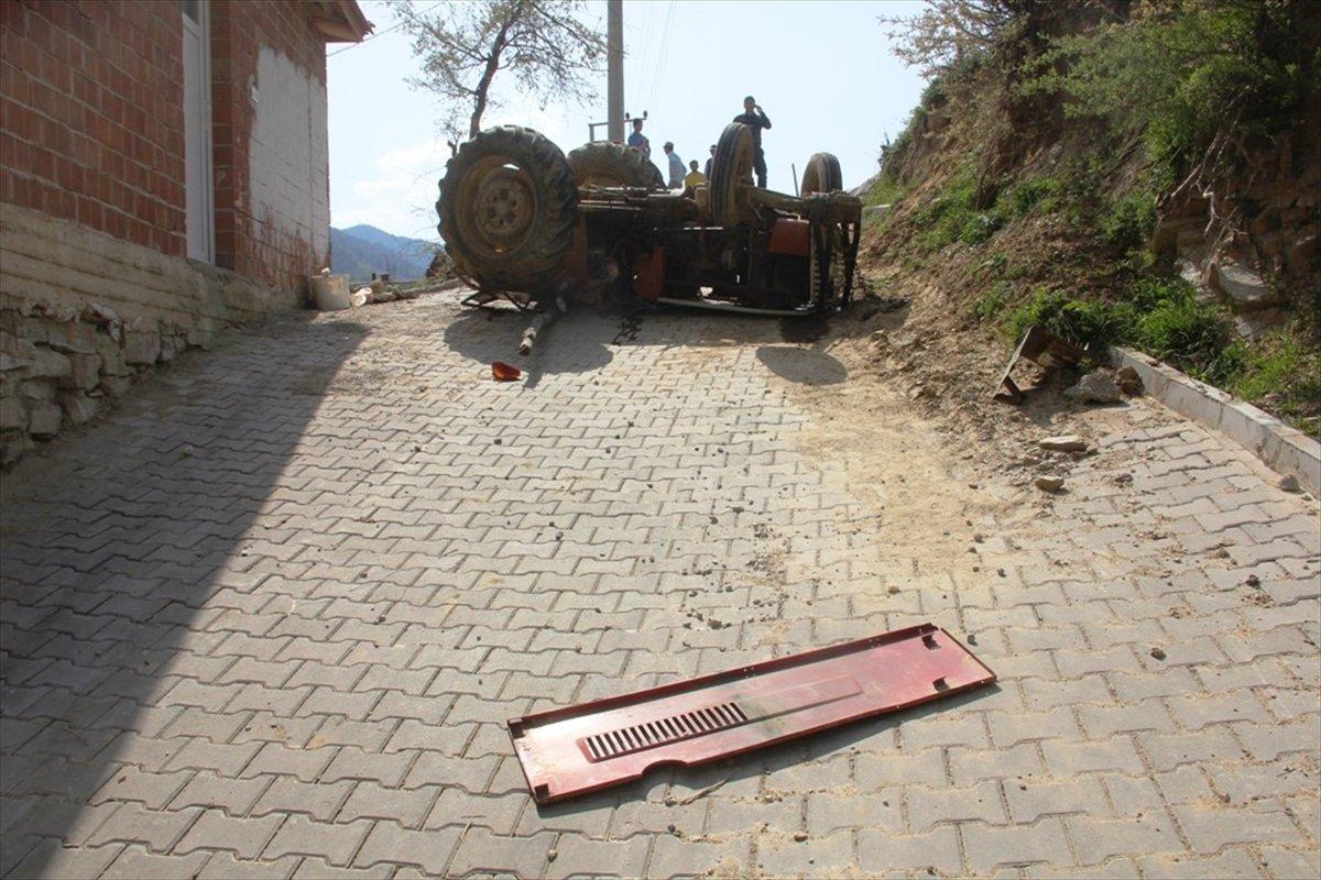 13 yaşındaki çocuğun kullandığı traktör devrildi: 1 ölü