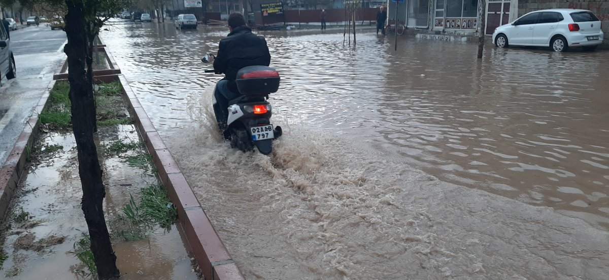 Adıyaman'da şiddetli yağış etkili oldu