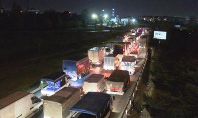 Bayrampaşa Sebze Hali girişinde trafik yoğunluğu