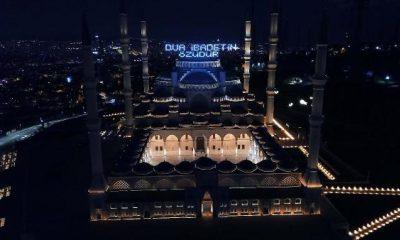 Çamlıca Camisi'de Ramazan mahyası aydınlandı